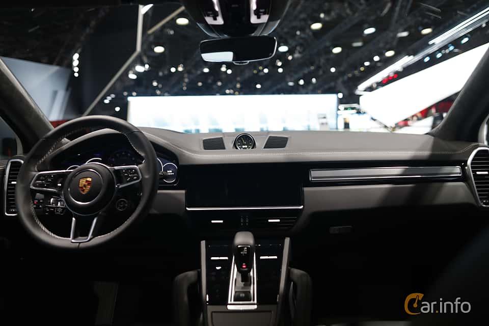 Interior of Porsche Cayenne E-Hybrid 3.0 V6 4 + 14.1 kWh TipTronic S, 462ps, 2020 at IAA 2019