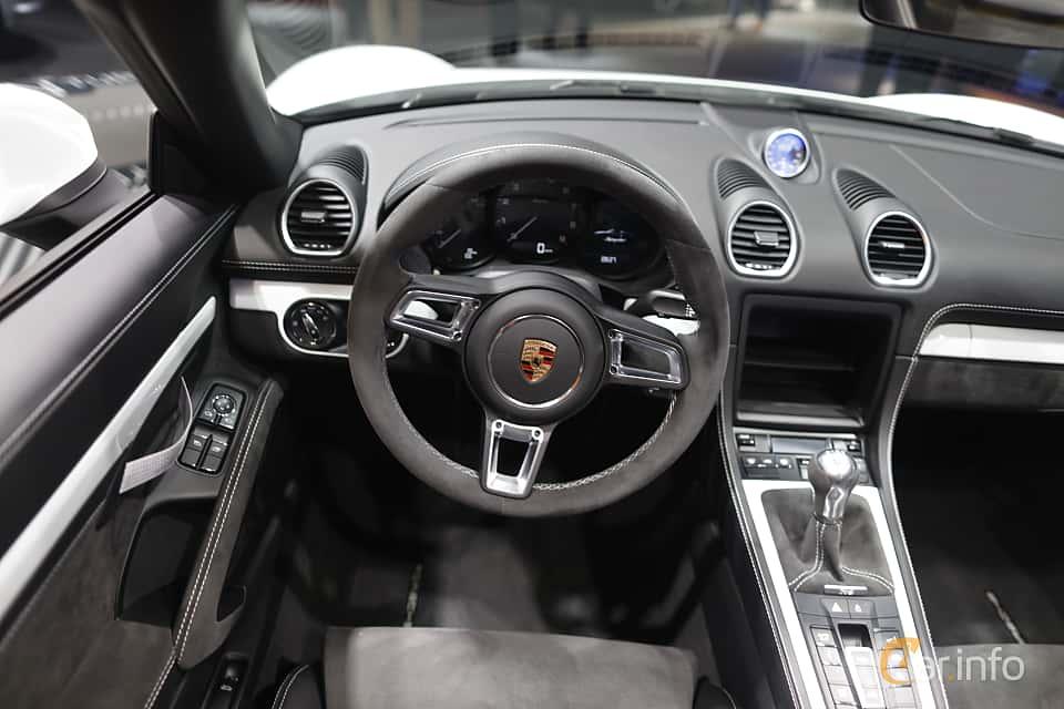 Interior of Porsche 718 Spyder 4.0 H6 Manual, 420ps, 2020 at IAA 2019