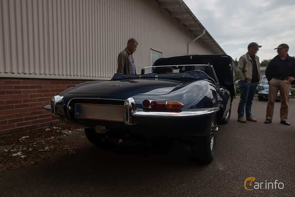 Bak/Sida av Jaguar E-Type Roadster 3.8 XK Manual, 269ps, 1961 på Joe's garage 2019´s stora Jaugurevent