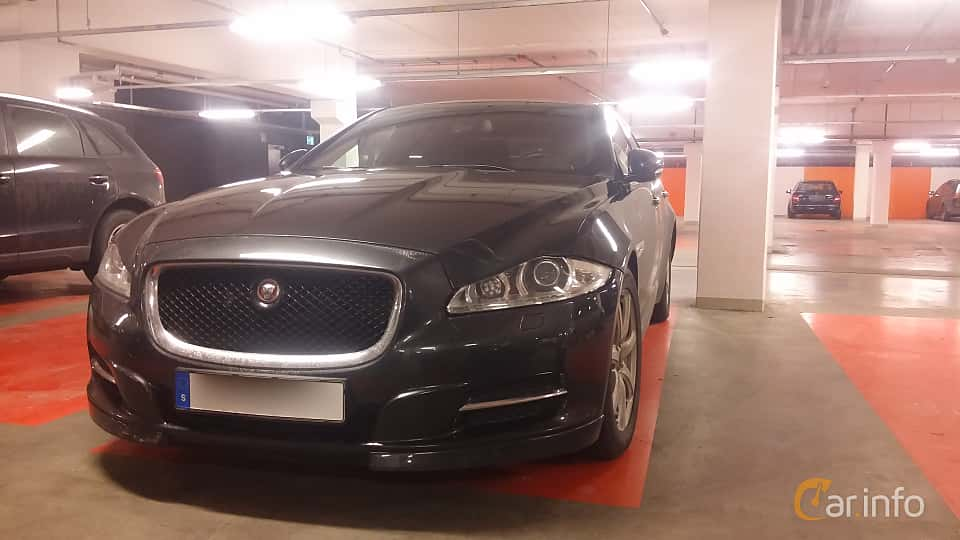 Front/Side of Jaguar XJ 3.0 V6 Automatic, 275ps, 2014