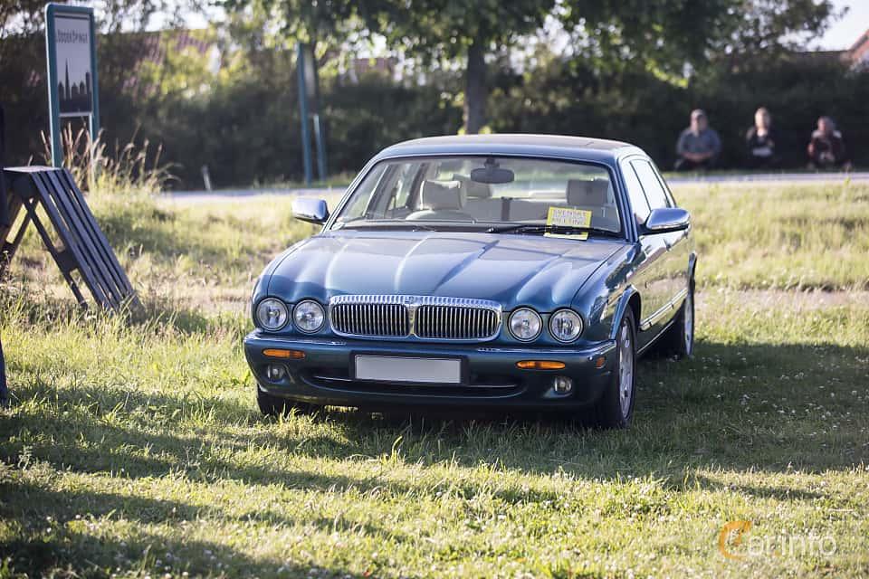 Fram/Sida av Jaguar XJ 4.0 Automatic, 249ps, 1997 på Tisdagsträffarna Vikingatider v.26 / 2017