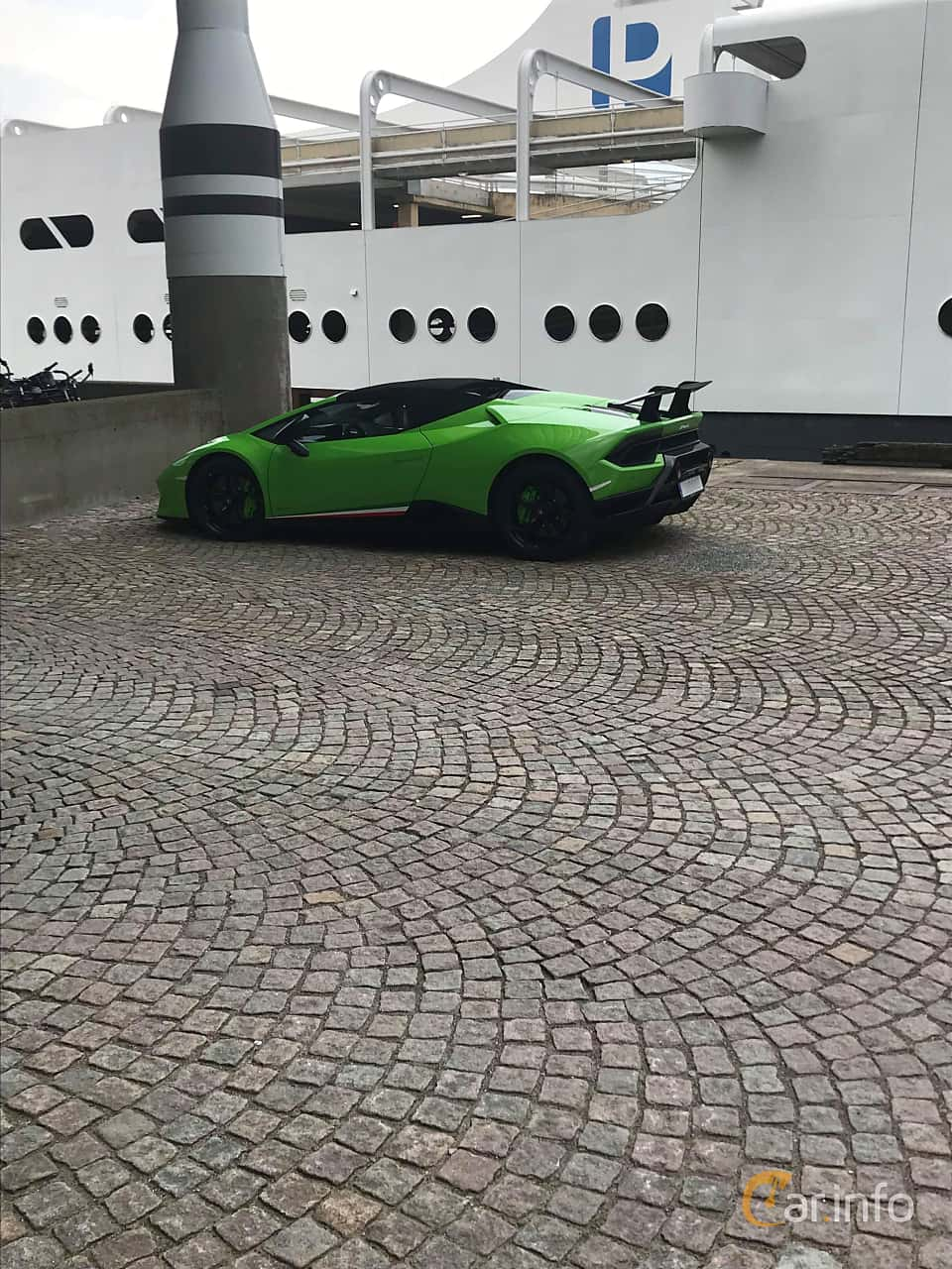 Back/Side of Lamborghini Huracán Performante Spyder 5.2 V10 DCT, 640ps, 2018