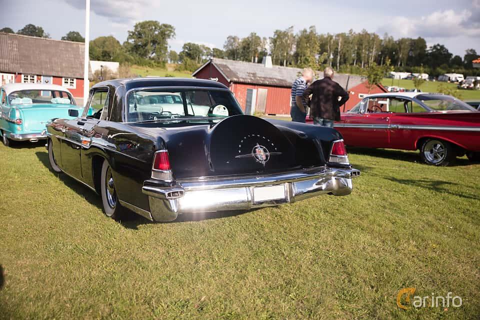 Bak/Sida av Lincoln Continental 6.0 V8 Automatic, 299ps, 1956 på Bil & Mc-café vid Tykarpsgrottan v.33 (2017)