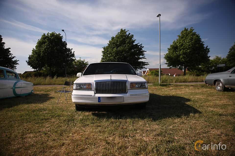 Fram av Lincoln Town Car 4.6 V8 Automatic, 213ps, 1997 på Tisdagsträffarna Vikingatider v.21 / 2018