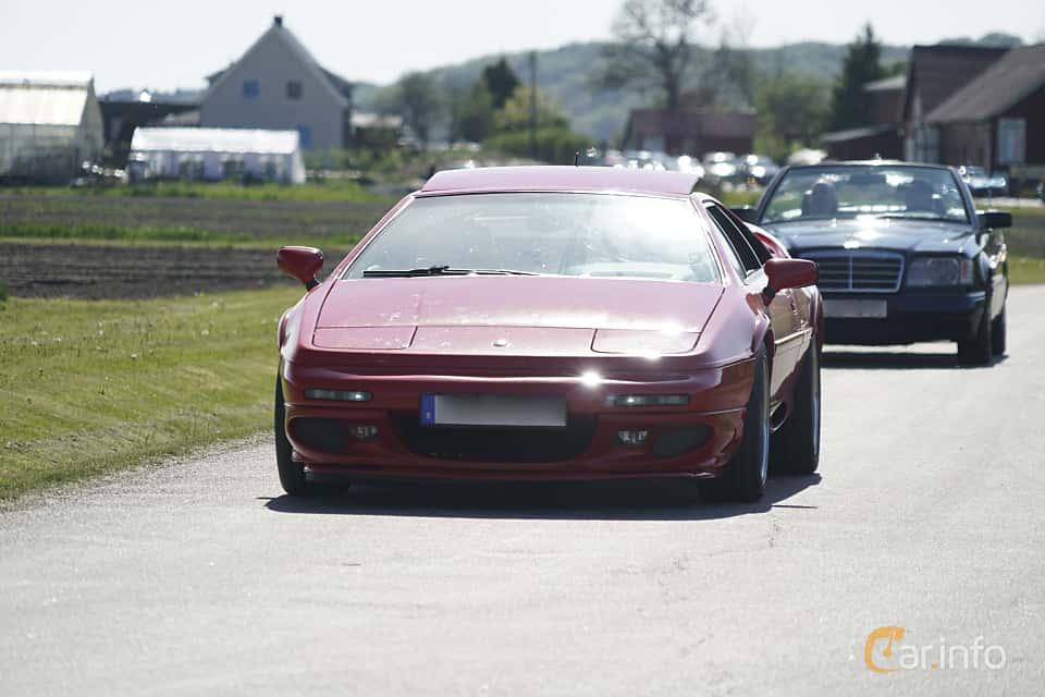 Front/Side  of Lotus Esprit V8 3.5 V8 BiTurbo Manual, 354ps, 1996 at Tjolöholm Classic Motor 2017