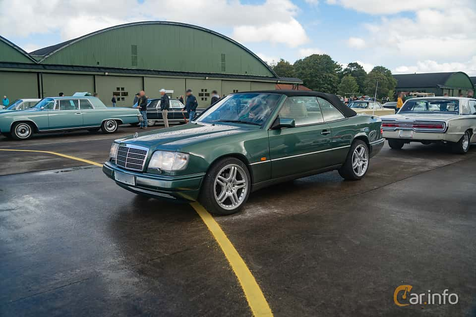 Front/Side  of Mercedes-Benz E 200 Cabriolet  Automatic, 136ps, 1995 at Fly ´n´ Ride 2018