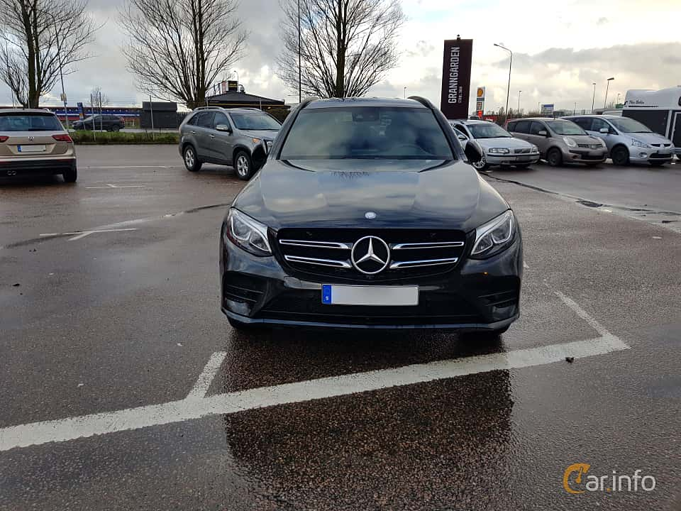 Front  of Mercedes-Benz GLC 220 d 4MATIC 2.2 4MATIC  9G-Tronic, 170ps, 2017