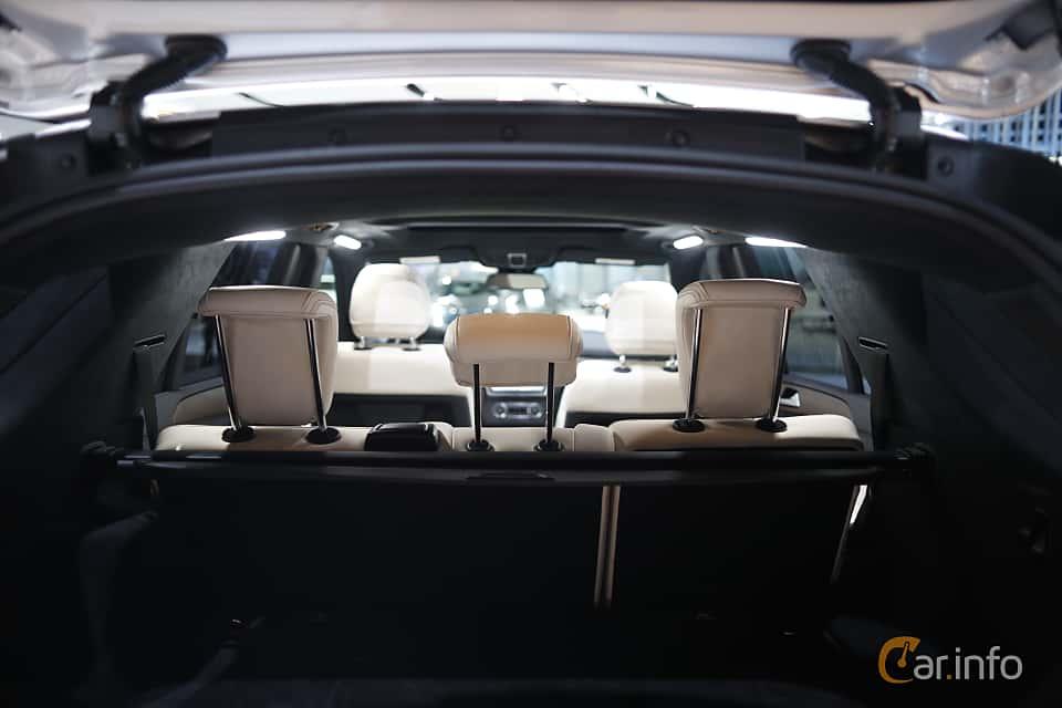 Närbild av Mercedes-Benz GLE 500 e 4MATIC 3.0 V6 4MATIC 7G-Tronic Plus, 442ps, 2017 på North American International Auto Show 2017