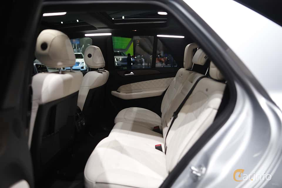 Interiör av Mercedes-Benz GLE 500 e 4MATIC 3.0 V6 4MATIC 7G-Tronic Plus, 442ps, 2017 på North American International Auto Show 2017