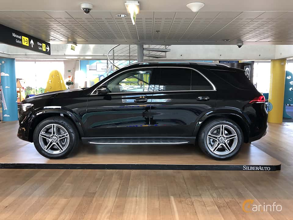 Side  of Mercedes-Benz GLE 300 d 4MATIC  9G-Tronic, 245ps, 2019