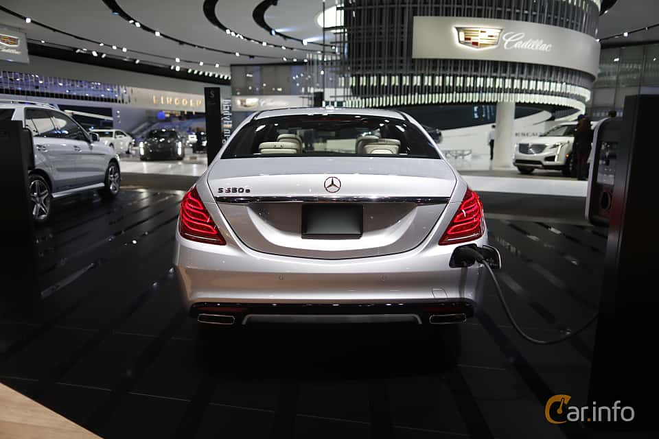 Back of Mercedes-Benz S 500 e L 3.0 V6 7G-Tronic Plus, 442ps, 2017 at North American International Auto Show 2017