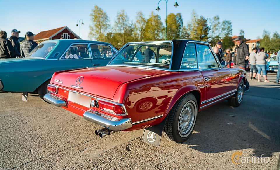 """Back/Side of Mercedes-Benz 230 SL  Manual, 150ps, 1967 at Nyköpings hamnträffar 2019 Vecka 20  Tema: """"Kvinnor vid ratten"""""""