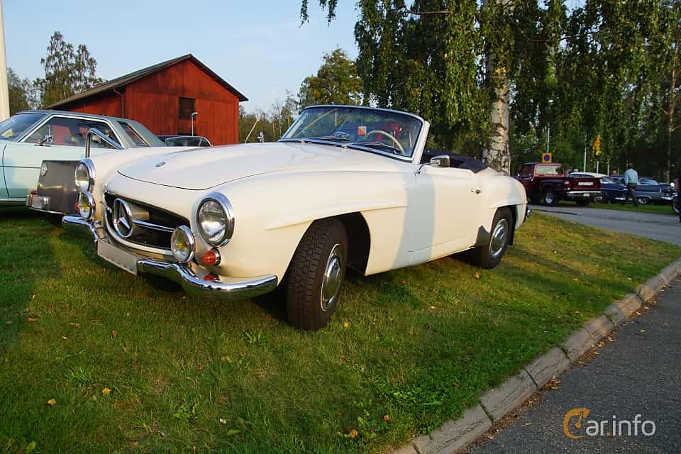 Front/Side  of Mercedes-Benz 190 SL Roadster  Manual, 105ps, 1956 at Onsdagsträffar på Gammlia Umeå 2019 vecka 35