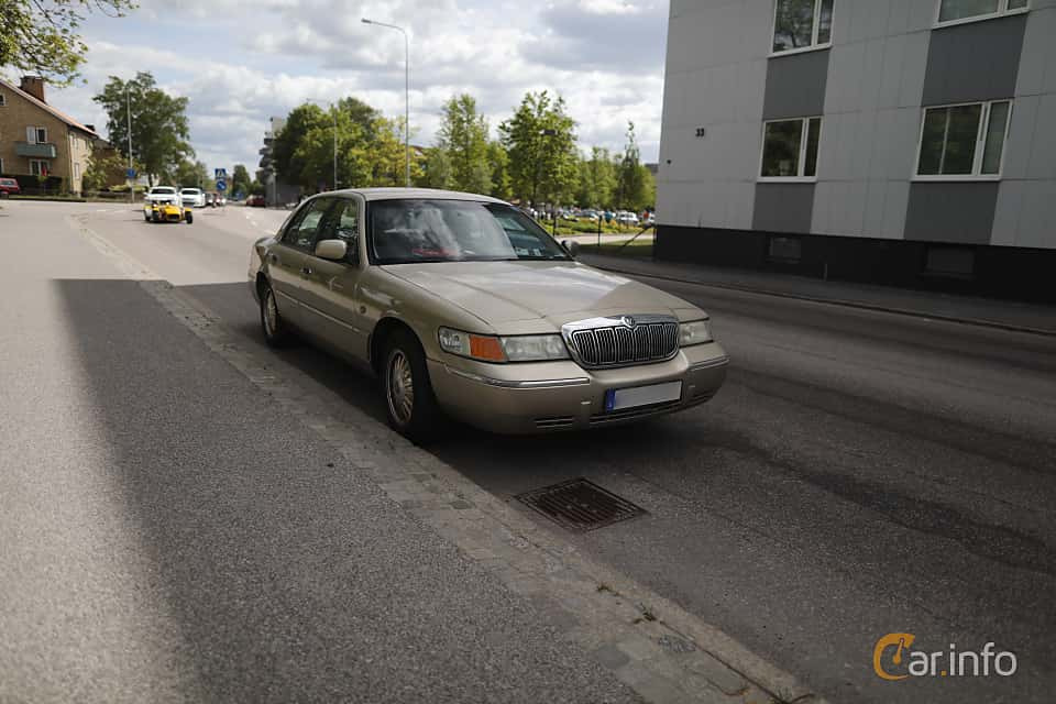 Front/Side  of Mercury Grand Marquis 4.6 V8 Automatic, 203ps, 1999 at Riksettanrallyt 2017