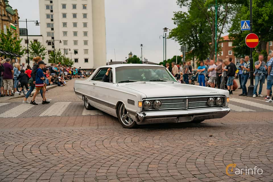 Front/Side  of Mercury Park Lane 2-door Hardtop 6.7 V8 Automatic, 334ps, 1966 at Nässjö Cruising 2019