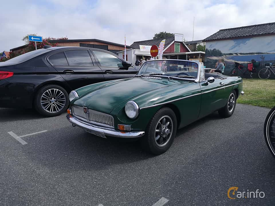 Front/Side  of MG MGB Roadster 1.8 Manual, 95ps, 1965