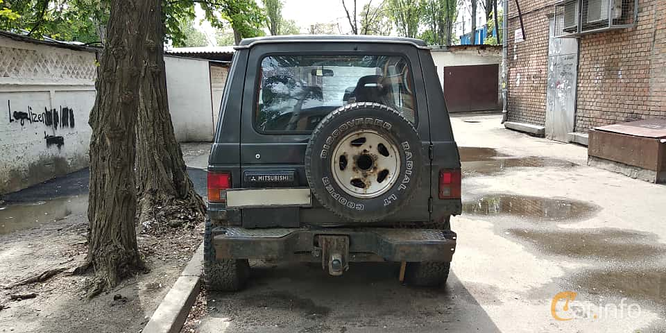 Back of Mitsubishi Pajero 3-door 2.6 4WD 103ps, 1982