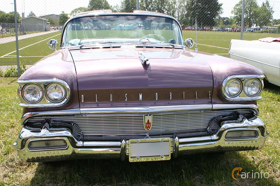 Front  of Oldsmobile Ninety-Eight Convertible Coupé 6.1 V8 Hydra-Matic, 309ps, 1958 at Power America Fest, Nossebro 2016