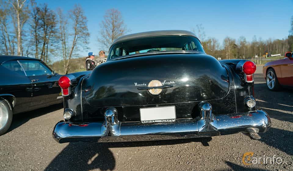 Back of Oldsmobile Ninety-Eight Sedan 5.0 V8 Hydra-Matic, 167ps, 1953 at Lissma Classic Car 2019 vecka 20