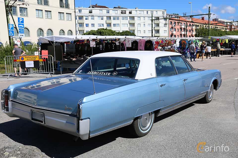 Back/Side of Oldsmobile Ninety-Eight Luxury Sedan 7.0 V8 Hydra-Matic, 370ps, 1966 at Cruising Lysekil 2019