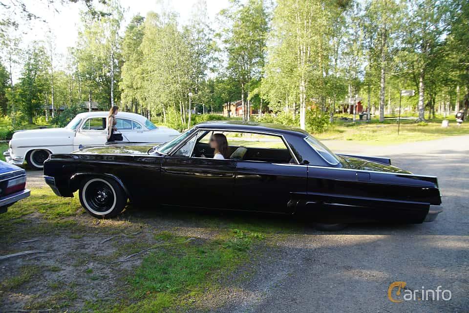 Side  of Oldsmobile Dynamic 88 Holiday Sedan 6.5 V8 Manual, 284ps, 1963 at Onsdagsträffar på Gammlia Umeå 2019 vecka 28