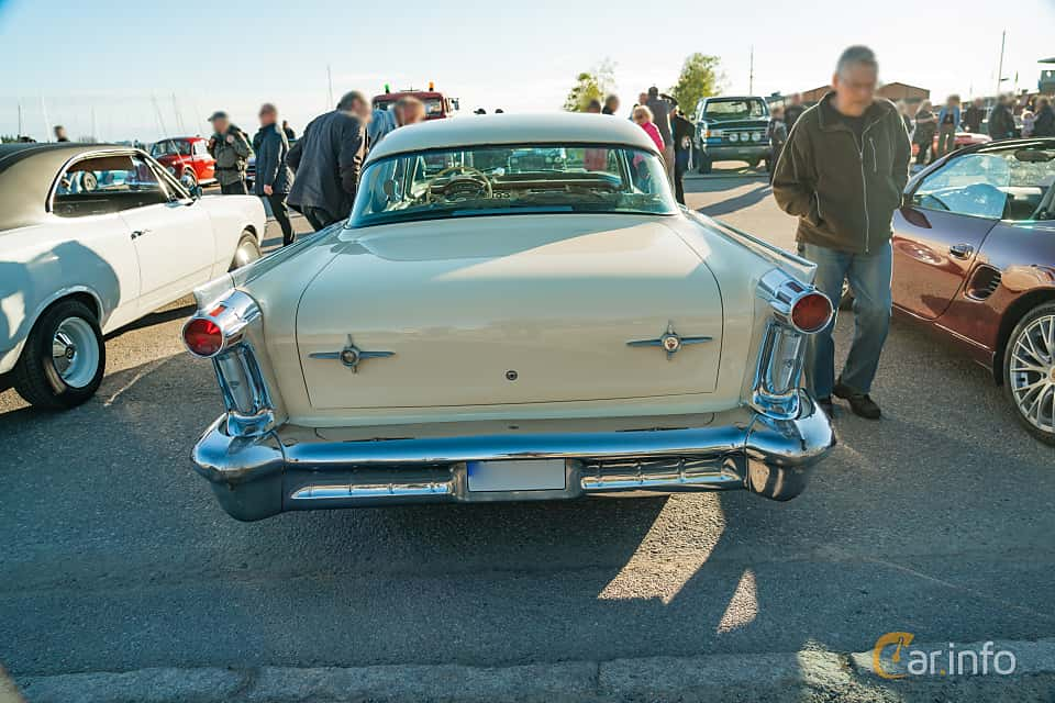 """Back of Oldsmobile Dynamic 88 Holiday Sedan 6.1 V8 Hydra-Matic, 269ps, 1958 at Nyköpings hamnträffar 2019 Vecka 20  Tema: """"Kvinnor vid ratten"""""""