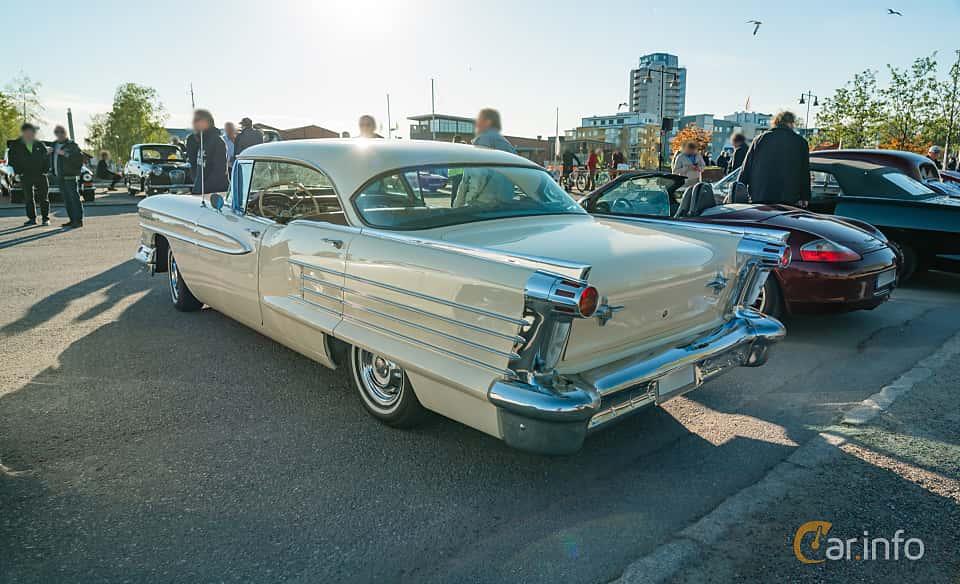 """Back/Side of Oldsmobile Dynamic 88 Holiday Sedan 6.1 V8 Hydra-Matic, 269ps, 1958 at Nyköpings hamnträffar 2019 Vecka 20  Tema: """"Kvinnor vid ratten"""""""