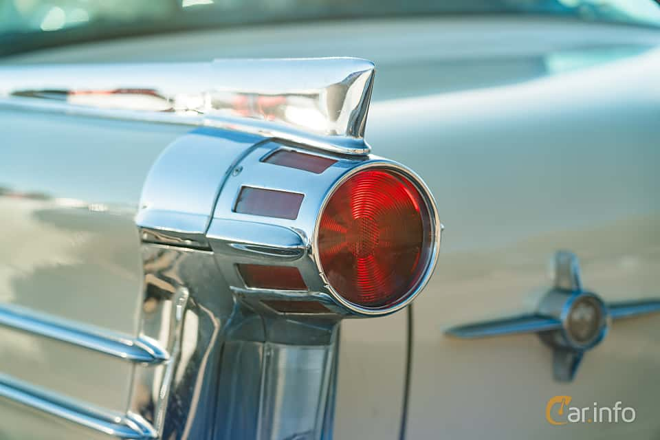 """Close-up of Oldsmobile Dynamic 88 Holiday Sedan 6.1 V8 Hydra-Matic, 269ps, 1958 at Nyköpings hamnträffar 2019 Vecka 20  Tema: """"Kvinnor vid ratten"""""""
