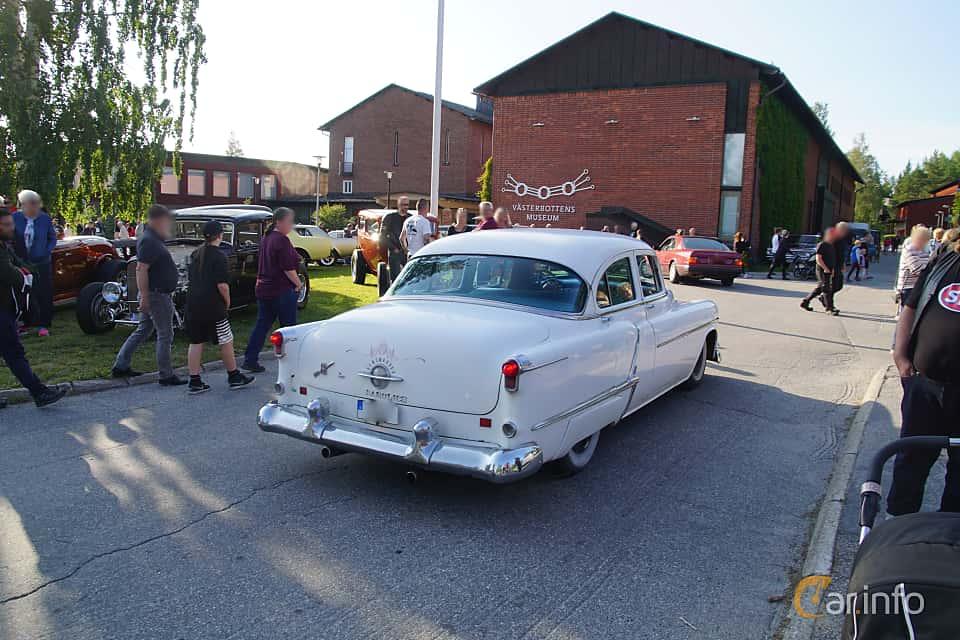 Back/Side of Oldsmobile Super 88 4-door Sedan 5.0 V8 Hydra-Matic, 167ps, 1953 at Onsdagsträffar på Gammlia Umeå 2019 vecka 28