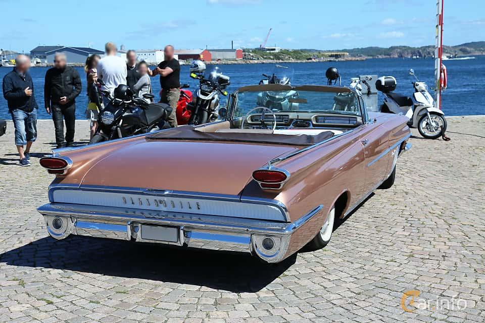 Bak/Sida av Oldsmobile Super 88 Convertible Coupé 6.5 V8 Hydra-Matic, 320ps, 1959 på Cruising Lysekil 2019