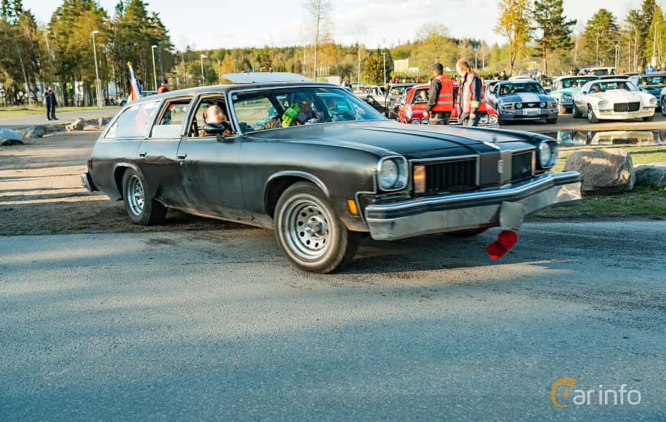 Front/Side  of Oldsmobile Vista Cruiser 2-seat 5.7 V8 Hydra-Matic, 173ps, 1975 at Wheelers Cruising, Vetlanda 2019