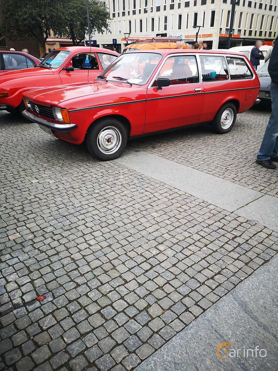 Front/Side  of Opel Kadett 1200 S Caravan 1.2 Manual, 60ps, 1979