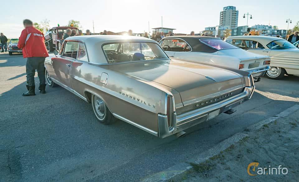 """Back/Side of Pontiac Bonneville 2-door Hardtop 6.4 V8 Hydra-Matic, 310ps, 1964 at Nyköpings hamnträffar 2019 Vecka 20  Tema: """"Kvinnor vid ratten"""""""