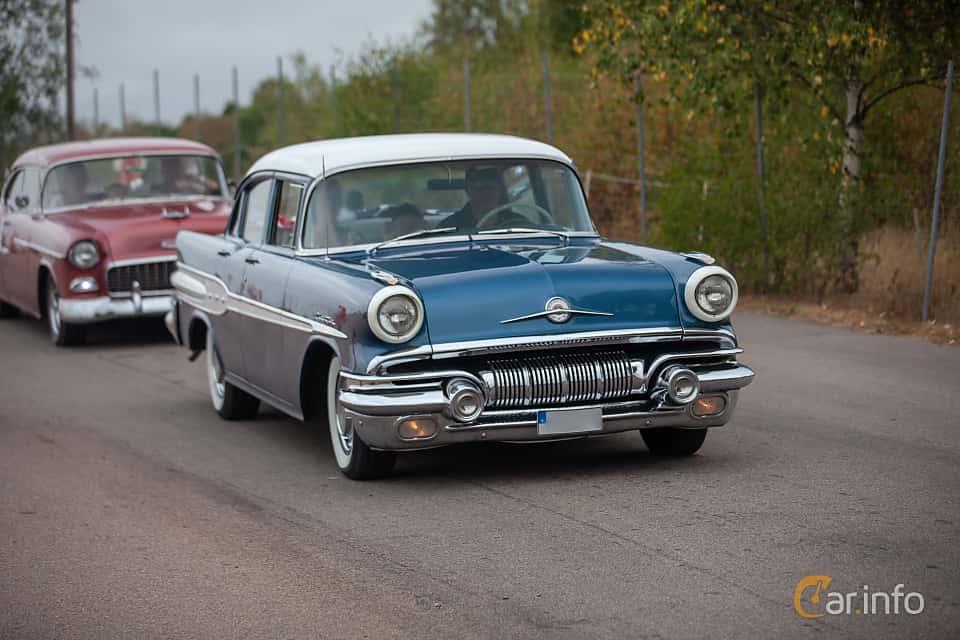 Front/Side of Pontiac Chieftain 4-door Sedan 5.7 V8 Hydra-Matic, 256ps, 1957 at Wheels & Wings 2018