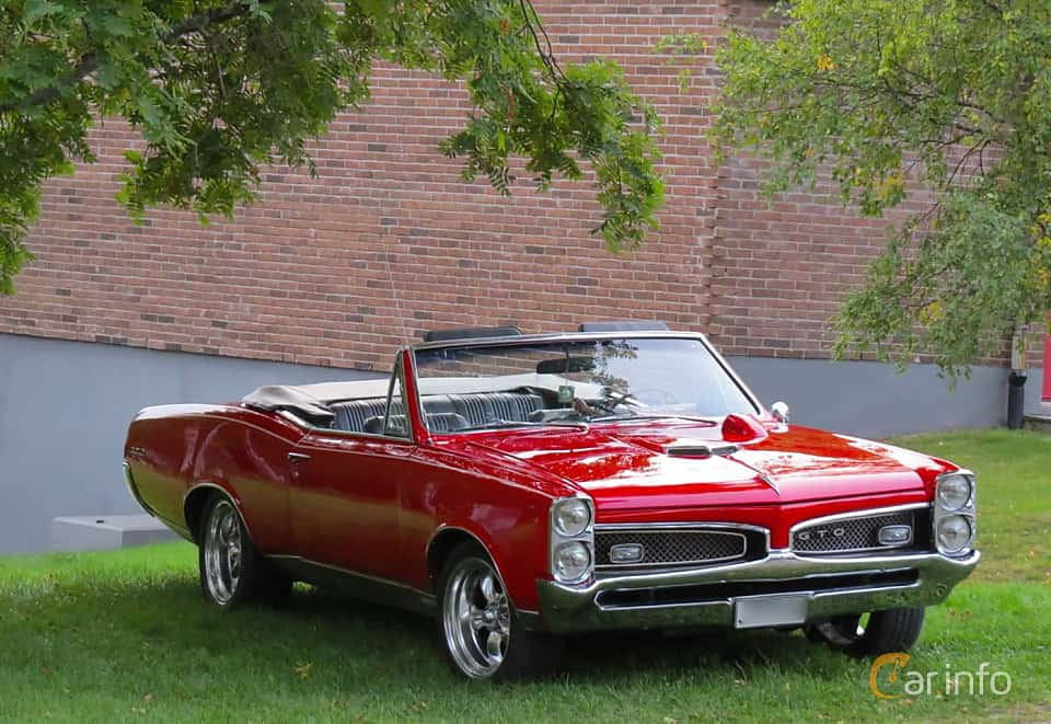 Front/Side of Pontiac GTO Convertible 6.6 V8 Hydra-Matic, 340ps, 1967