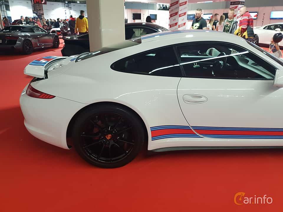Close-up of Porsche 911 Carrera 4S 3.8 H6 4 400ps, 2012 at Warsawa Motorshow 2018