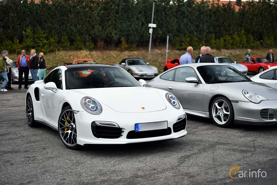 Front/Side  of Porsche 911 Turbo S 3.8 H6 4 PDK, 560ps, 2014
