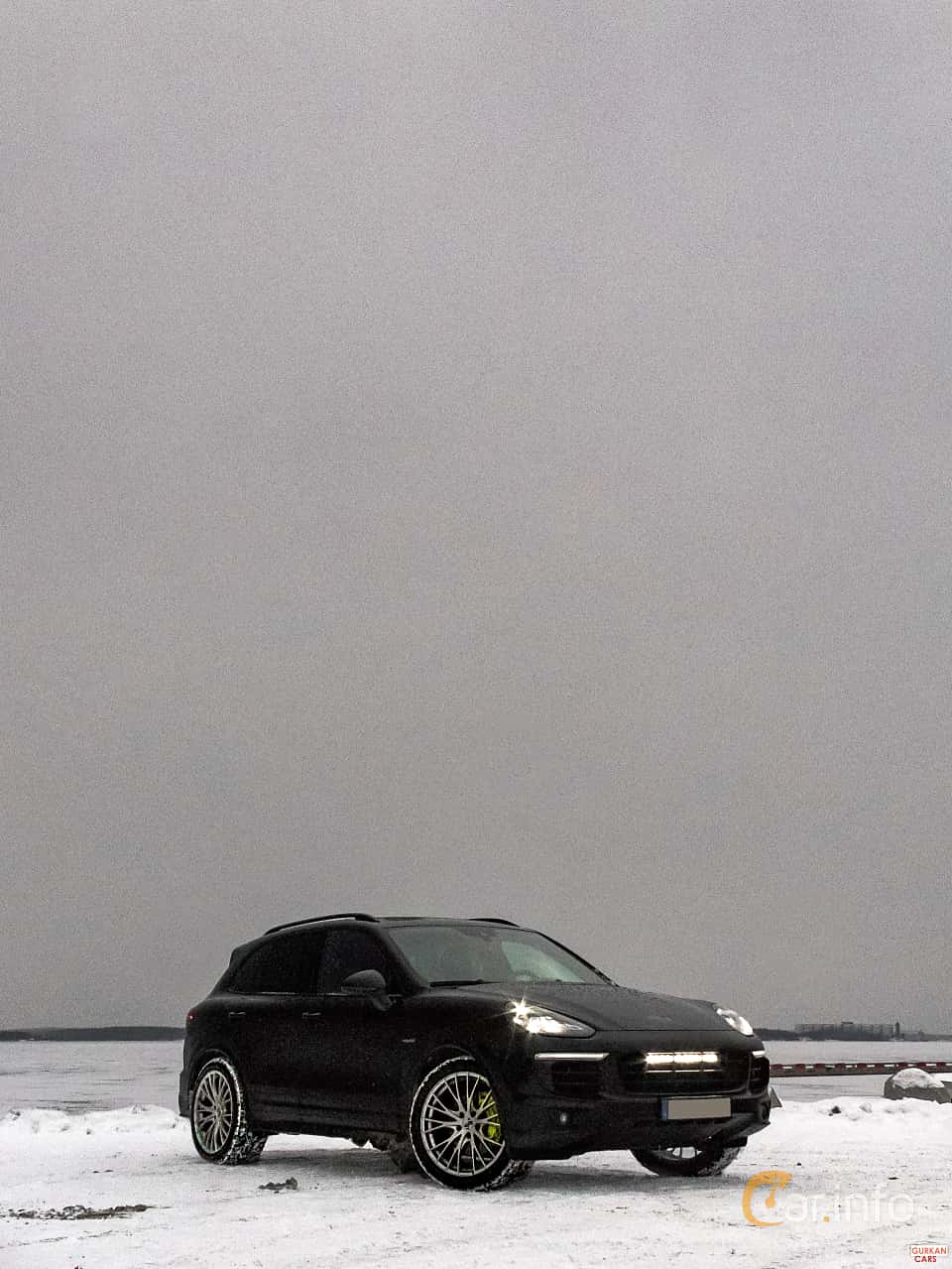 Front/Side  of Porsche Cayenne 2015