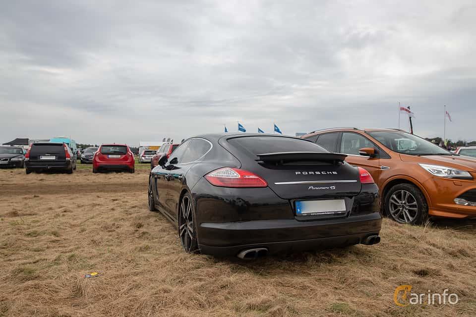 Bak/Sida av Porsche Panamera 4S 4.8 V8 4 PDK, 400ps, 2010 på Vallåkraträffen 2019