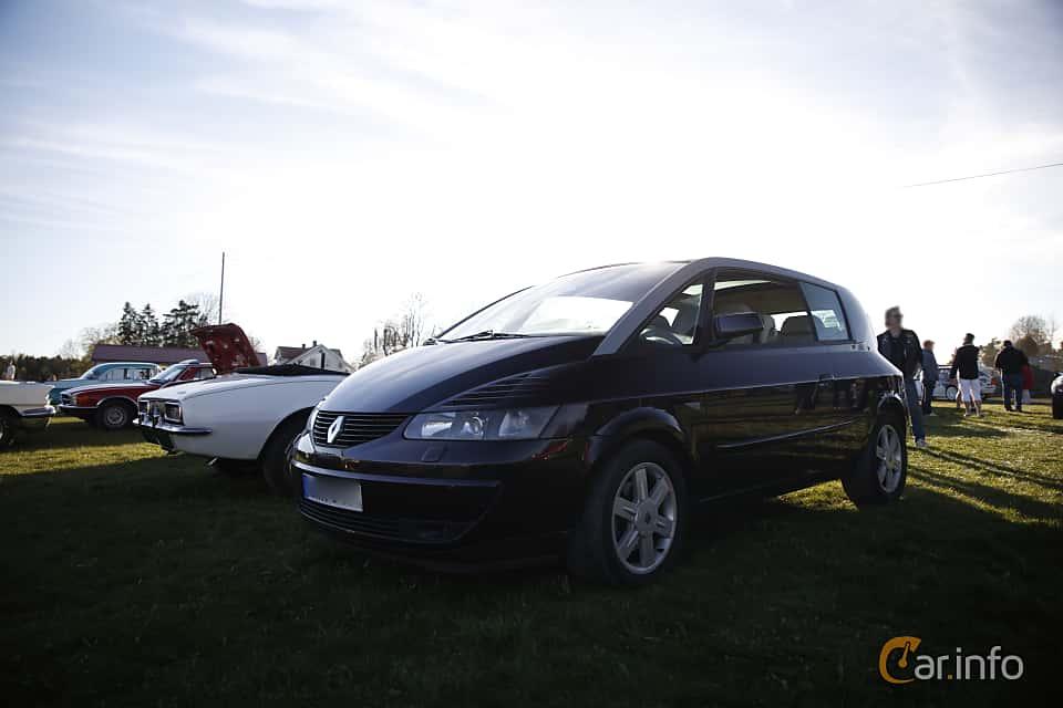 Fram/Sida av Renault Avantime 3.0 V6 Manual, 207ps, 2002 på Motorträffar på Nifsta Gård (v.18 2016)