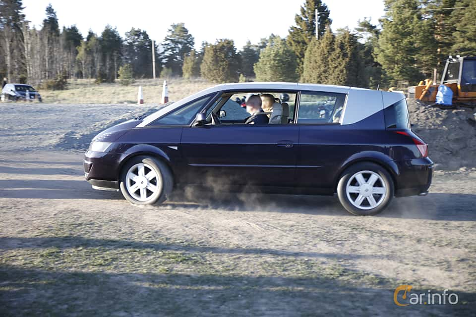 Side  of Renault Avantime 3.0 V6 Manual, 207ps, 2002 at Motorträffar på Nifsta Gård (v.18 2016)