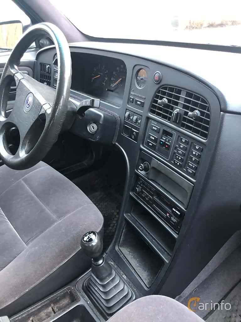 Interior of Saab 9-5 SportCombi 2.0 T BioPower Manual, 180ps, 2005