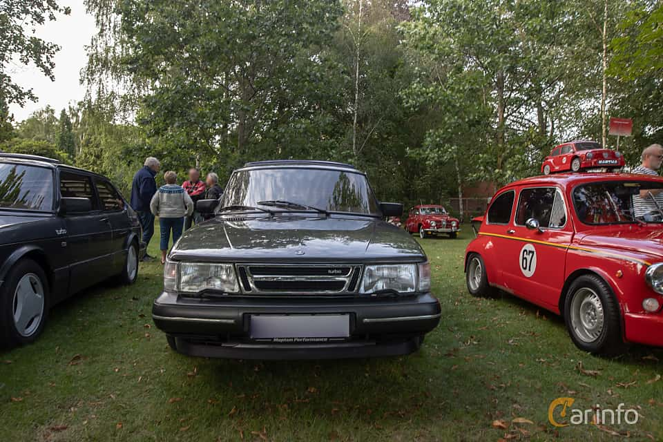 Front  of Saab 900 3-door 2.0  Manual, 140ps, 1989 at Billesholms Veteranbilsträff 2019 augusti