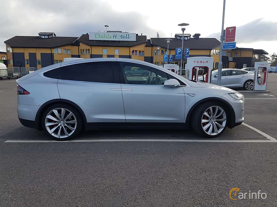 Side  of Tesla Model X 90D 90 kWh AWD Single Speed, 423ps, 2016