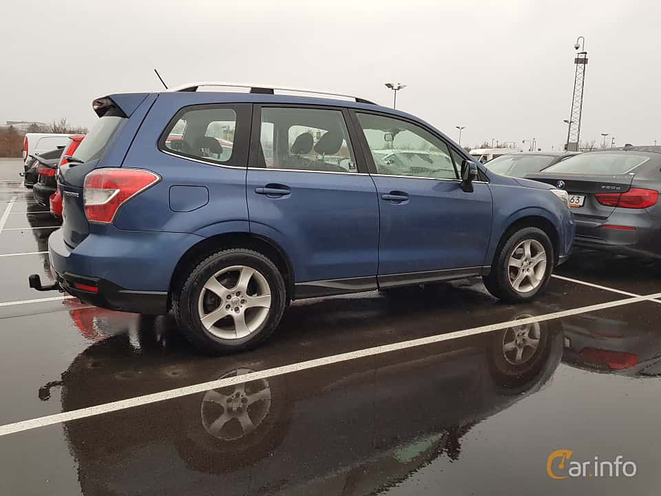 Side  of Subaru Forester 2.0 4WD Manual, 150ps, 2013