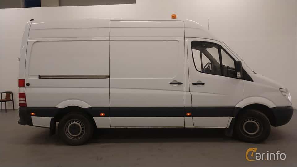 Side  of Mercedes-Benz Sprinter 313 CDI Panel Van  Manual, 129ps, 2011
