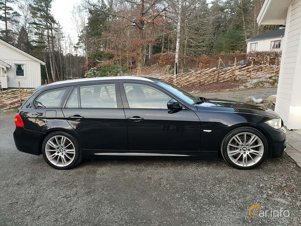 Side  of BMW 3 Series Touring 2009