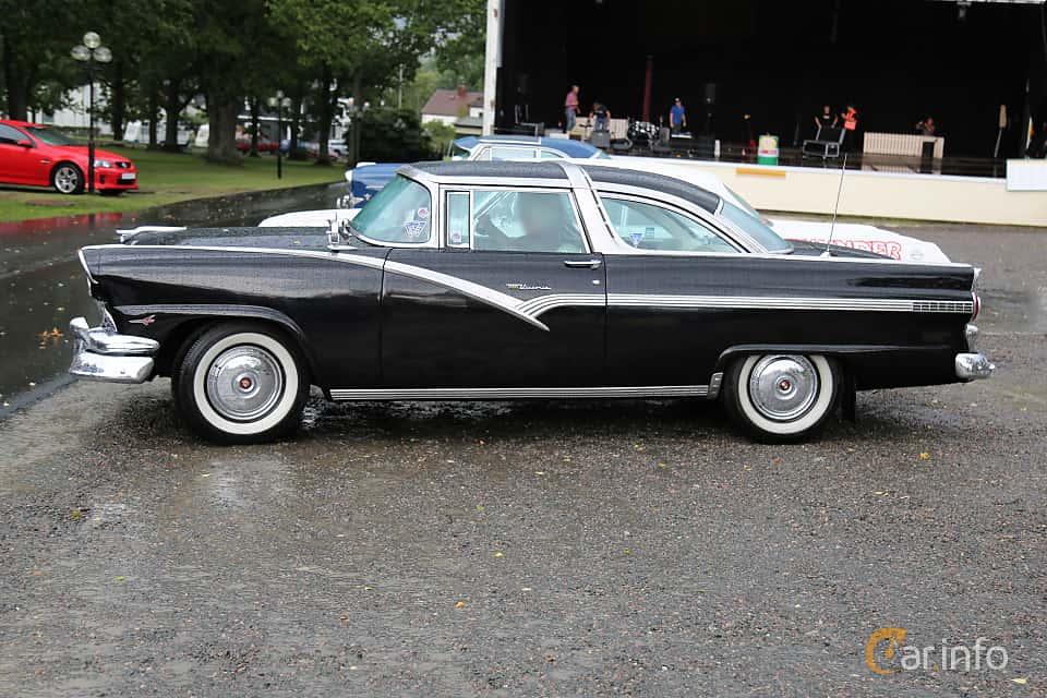 Side  of Ford Fairlane Crown Victoria 5.1 V8 Automatic, 228ps, 1956 at Bil & MC-träffar i Huskvarna Folkets Park 2019 Amerikanska fordon