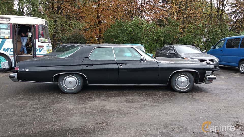 Side  of Buick LeSabre Hardtop Sedan 1974 at Old Car Land no.2 2018