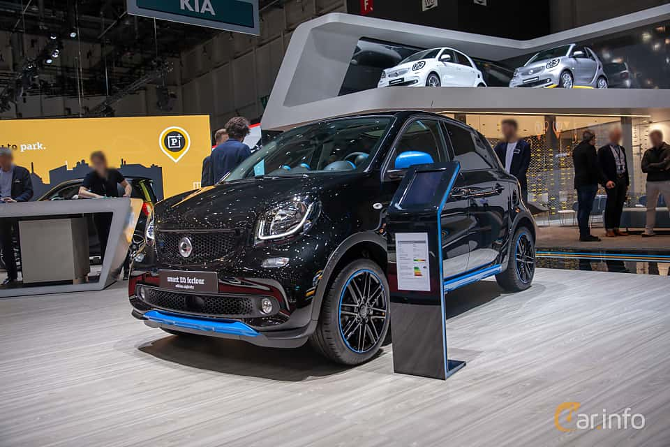 Front/Side  of Smart forfour electric drive 17.6 kWh Single Speed, 82ps, 2019 at Geneva Motor Show 2019